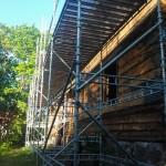 Nedmontering av ett gammalt stockhus 2012! Ställningens storlek: 24m x 5m