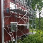 Fasadrenovering sommaren 2015. Ställningens storlek: 9m x 5m