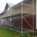 Huset målades sommaren 2015. Ställningens storlek: 12m x 2m