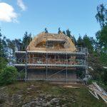Talo suurennettiin kesällä 2016. Telineen koko: 21m x 3-7m