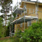 Huset målades sommaren 2016. Ställningens storlek: 9m x 3-5m