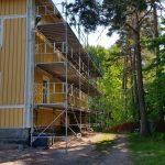 Huset målades sommaren 2016. Ställningens storlek: 15m x 6m